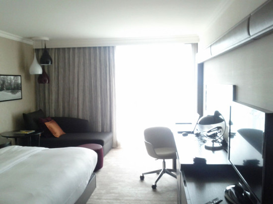 Hilton München - man beachte die Lampen links hinten.